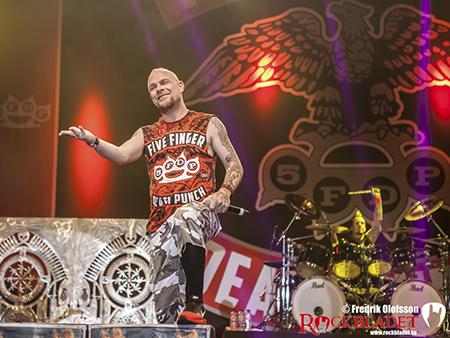 Fredrik-Olofsson_5-Finger-Death-Punch_Live_-6